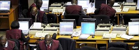 Stockbrokers on the trading floor of the Nigerian Stock Exchange in Lagos (Archive photo)