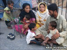 People living on the streets of Lahore