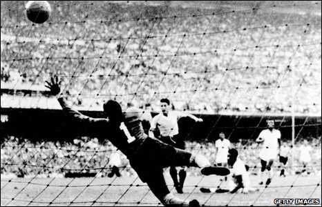 Juan 'Pepe' Schiaffino scores against Brazil in 1950