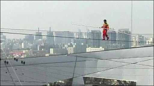 Adili Wuxor, tightrope walker