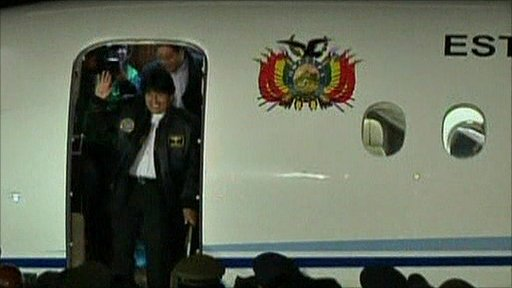 Evo Morales takes delivery of the new plane