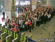 """Работники лондонского метро начали 24-часовую забастовку  """" Из новостей."""