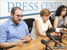 Russian lawyer Anna Stavitskaya (right) and Svetlana and  Dmitry Sutyagin talk to reporters in Moscow, 7 July