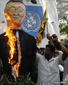 Protesters burn Ban Ki-Moon effigy