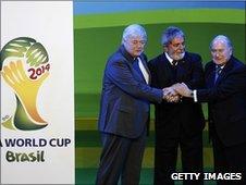 Brazilian President Luiz Inacio Lula da Silva (C), Brazil 2014 World Cup organising committee president Ricardo Texeira (L) and Fifa president Sepp Blatter (R)