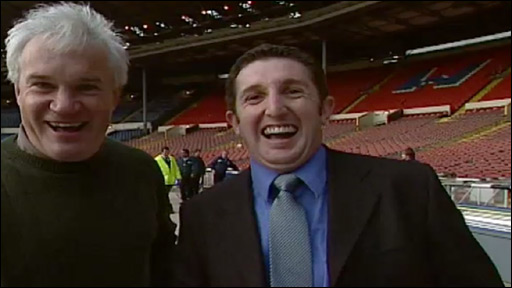 Eddie Butler and Jonathan Davies enjoy themselves at Wembley in 1999