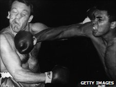Brian London (left) v Muhammad Ali