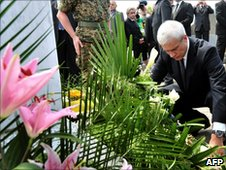 Boris Tadic' lays a wreath in Srebrenica, 11 July