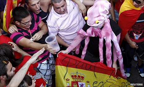 Spain supporters hail Paul the octopus's role in their win