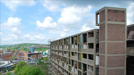 By May 2010 the fa�ade of the first flank of the first phase of Park Hill was completely finished.