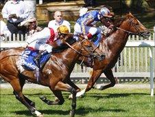 Starspangledbanner wins at Newmarket