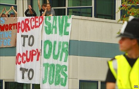 Protestors and police officer at Vestas factory