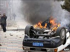 A burning car in the Tibetan capital Lhasa after protests (March 2008)