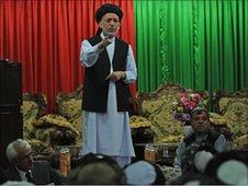 Afghan President Hamid Karzai speaks to tribal leaders in Kandahar (file photo)