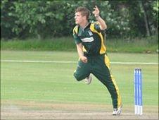 Tim Ravenscroft bowling