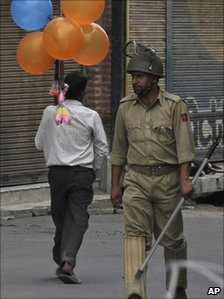 Policeman in Srinagar