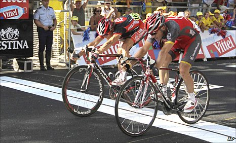 Sergio Paulinho (right) pips Vasil Kiryienka on the line