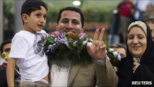 Shahram Amiri is greeted by his family at Tehran's airport (15 July 2010)
