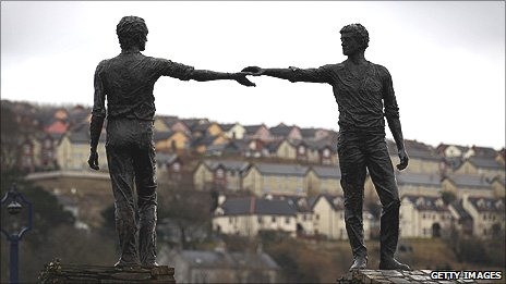 Derry&#039;s The Hands Across The Divide Statue