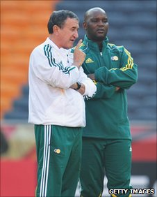 Pitso Mosimane (right) with Carlos Alberto Parreira
