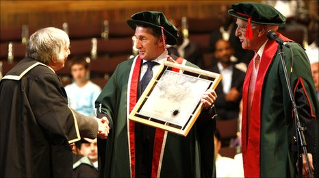 Image of Jonathan Davies on stage receiving his Honorary Fellowship with Swansea Met Vice-Chancellor Professor David Warner (left) and Chair of the Board of Governors at Swansea Met, Dr Gerald Lewis.