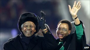 Nelson Mandela (left) and his wife Graca Machel (right)