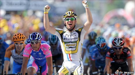 Mark Cavendish celebrates winning the 11th stage win