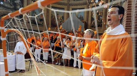 Paul Vlaar, right, during the orange Mass 11.7.10