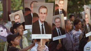 Mourners in Damascus on the eve of Hafez Assad's funeral, June 2000