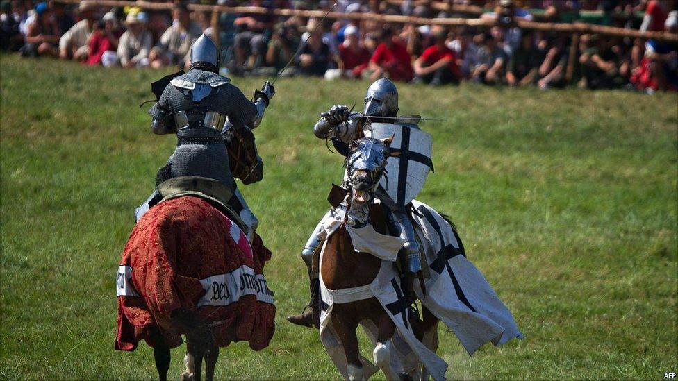 In pictures: Re-enacting Grunwald battle  _48397978_009822206-1