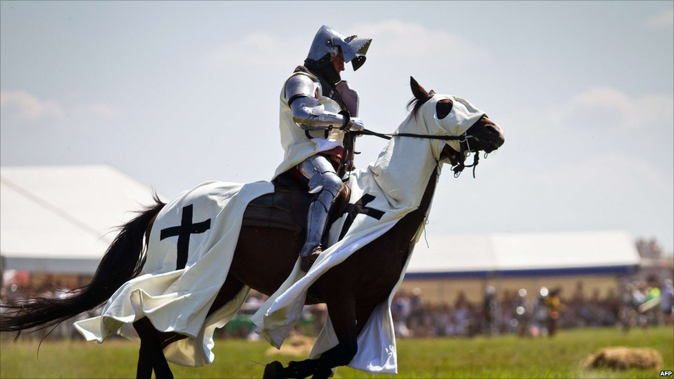 In pictures: Re-enacting Grunwald battle  _48398038_009822418-1