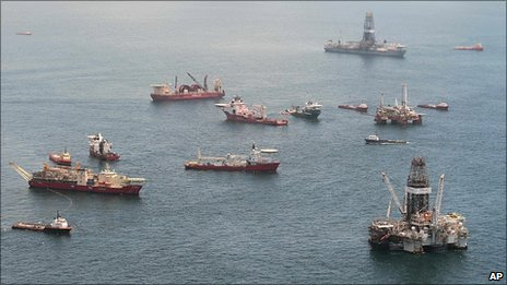 Relief vessels and rigs at the site of the sunken Deepwater  Horizon (17/7/2010)