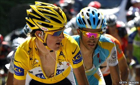 Andy Schleck (yellow) is chased by Alberto Contador