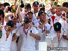 England celebrate their Ashes win in 2009