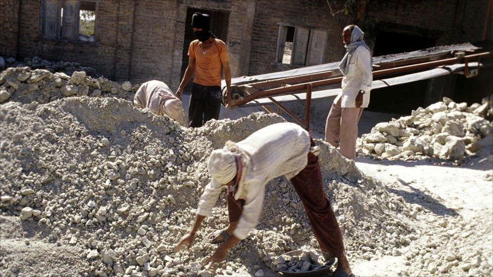 Asbestos Mining In Us : Bbc news in pictures asbestos mining india
