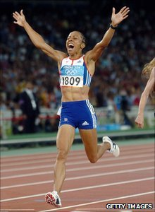 Kelly Holmes celebrates winning gold in Athens