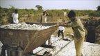 Asbestos mine workers in Andhra Pradesh, India (Image: Sonumadhavan)