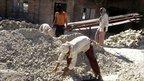 Workers at an asbestos plant in India (Image credit: Sonumadhavan)