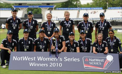 England pose with the trophy after winning the one-day series 3-2