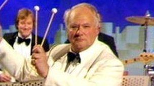 Patrick Moore plays the xylophone