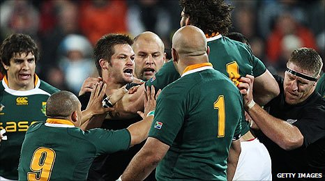 New Zealand's Richie McCaw is confronted by South African players