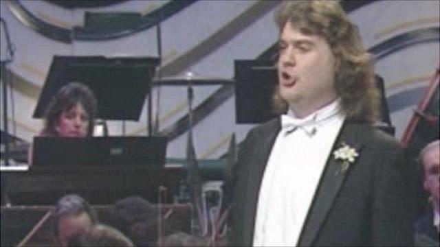 Bryn Terfel performing
