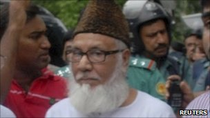 Police arrest Moulana Motiur Rahman Nizami (C), chief of Jamaat-e-Islami, in Dhaka on 29 June 2010