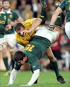 Quade Cooper upends Springbok counterpart Morne Steyn