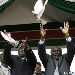 Raila Odinga (l) and Mwai Kibaki (r) releasing pigeons at start of campaign