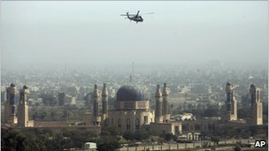 A US military helicopter flies over Baghdad (October 2007)