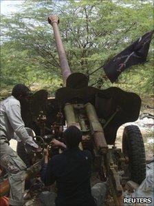 Al-Shabab fighters prepare to fire artillery in Mogadishu (file photo)