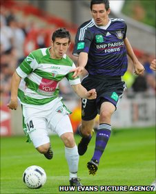 Anderlecht's Sacha Kljestan challenges TNS striker Craig Jones