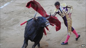 "Spanish matador David Fandilla, ""El Fandi"" makes a pass at the Monumental bullring in Barcelona, Spain, Sunday, July 25, 2010."