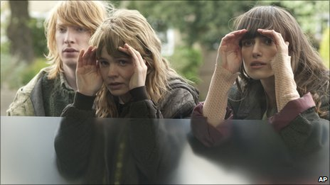 Carey Mulligan and Keira Knightley in Never Let Me Go